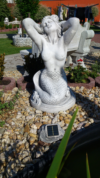"Stone statue of the ""beautiful mermaid"" Höhe: 57 cm"