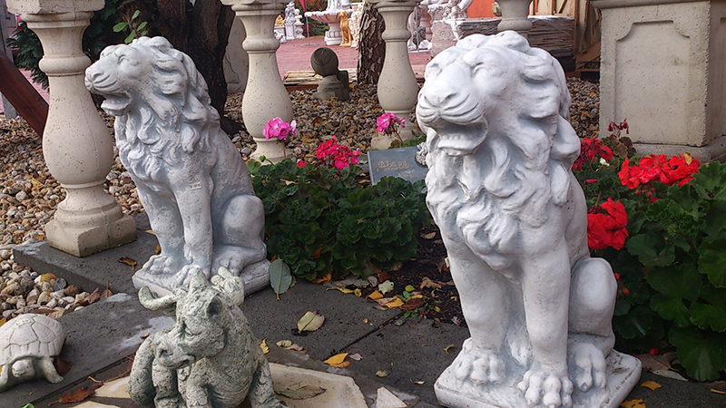 Lions ideal for entrance or pillar decoration