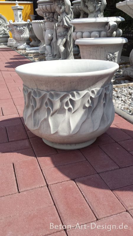 Purple shell planters made of white concrete 37 cm high