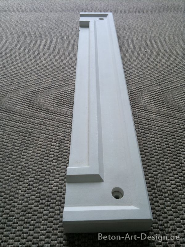 Window molding with 2 connecting corners