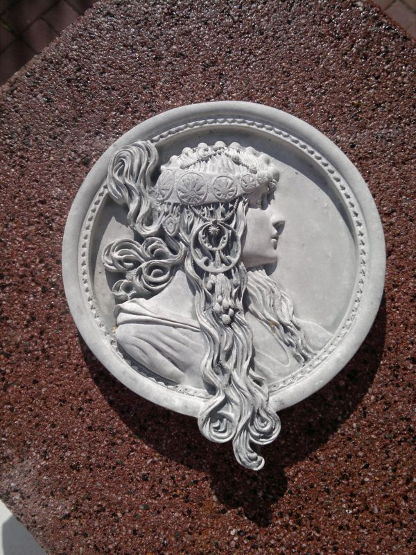beautiful wall plate / Relief / Medallion