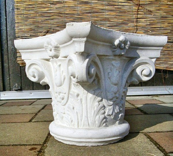 Capital in the Corinthian style
