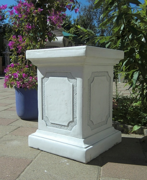 large square plinth height 50 cm - white concrete