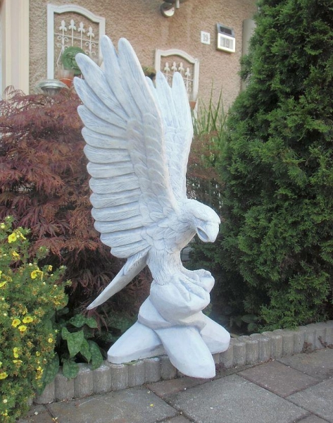 impressive figure eagle garden figure height 90 cm